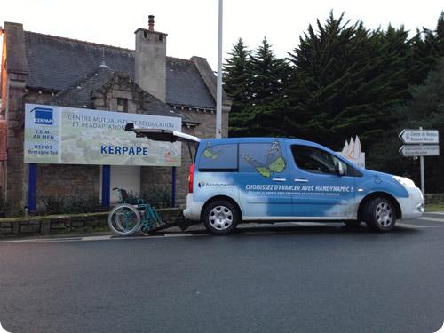 Handynamic en démonstration dans un centre de rééducation en Bretagne