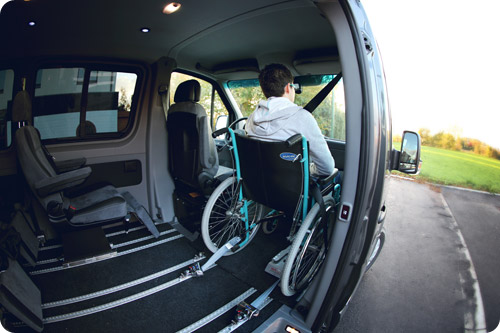 Voyagez en fauteuil roulant en place avant !
