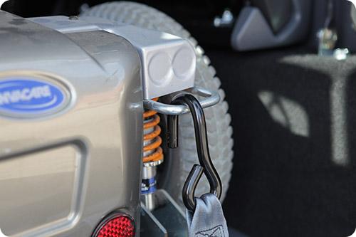 Mon fauteuil roulant est-il homologué pour voyager en voiture ?