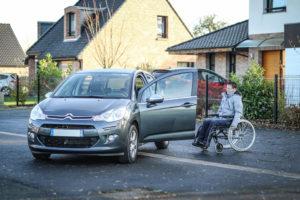Louez une voiture adaptée au poste de conduite...
