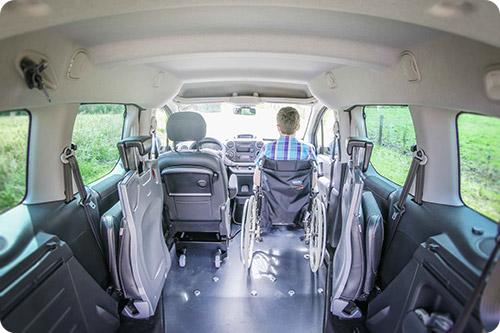 Voyager à l'avant en fauteuil roulant, c'est possible en Berlingo FullAccess