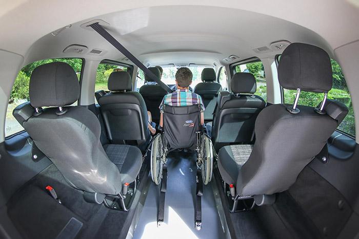 un monospace mercedes accessible en fauteuil roulant. Black Bedroom Furniture Sets. Home Design Ideas