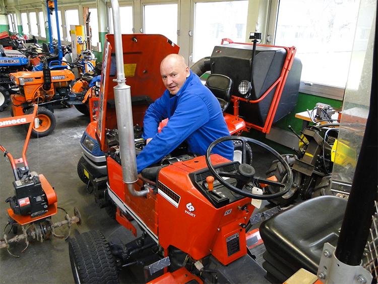 Des formations à la mécanique sont proposées aux élèves