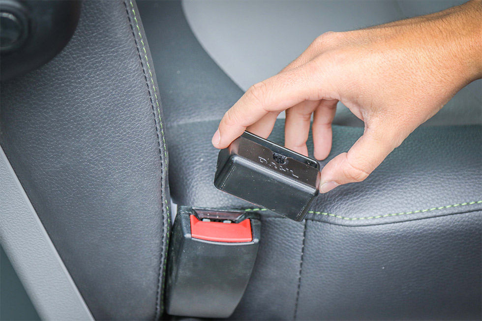 Le Cache boucle de ceinture de sécurité pour remédier aux détachements intempestifs !