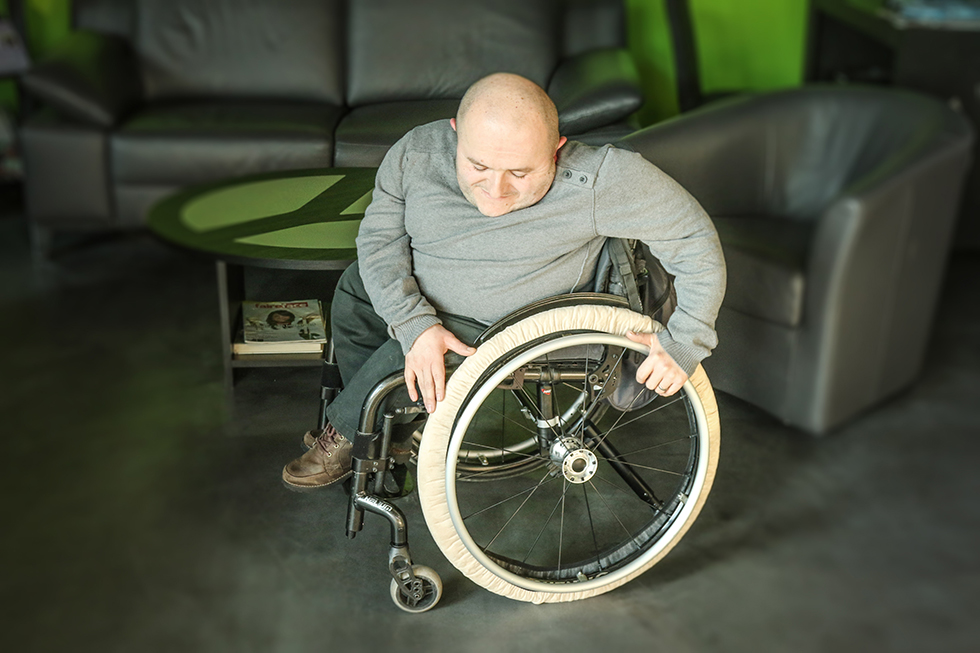 Nos chaussettes de fauteuil roulant sont pratiques pour éviter de salir vos intérieurs