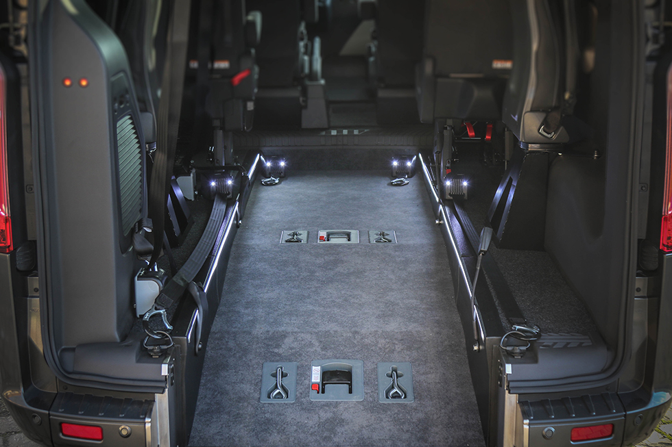 Le décaissement géant du Ford Tourneo Custom Twin