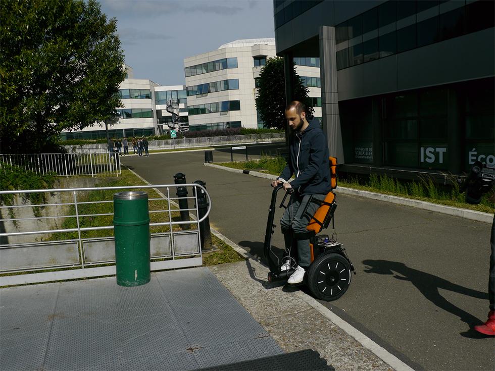 Découvrez le Gyrolift, fauteuil roulant innovant