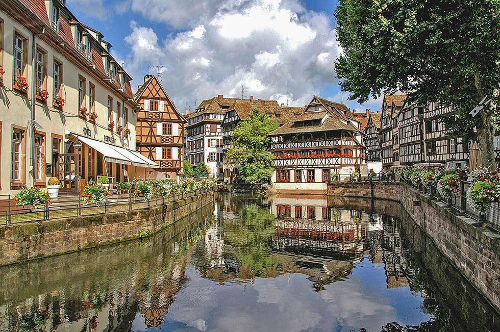 Louez une voiture aménagée handicap et visitez l'Alsace en totale autonomie.