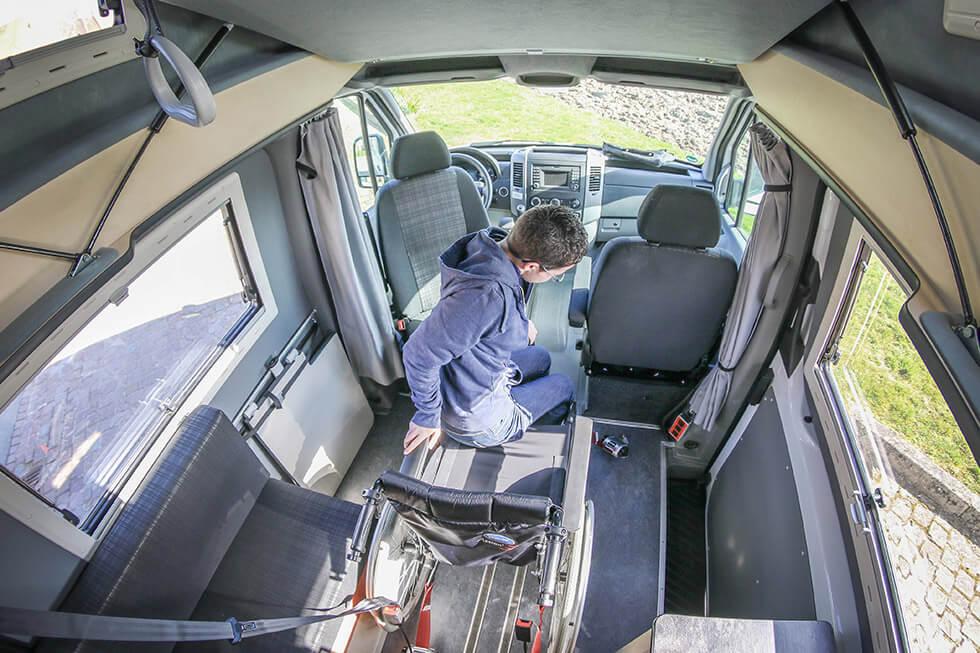 Conduire un camping-car quand on se déplace en fauteuil roulant, quel luxe !