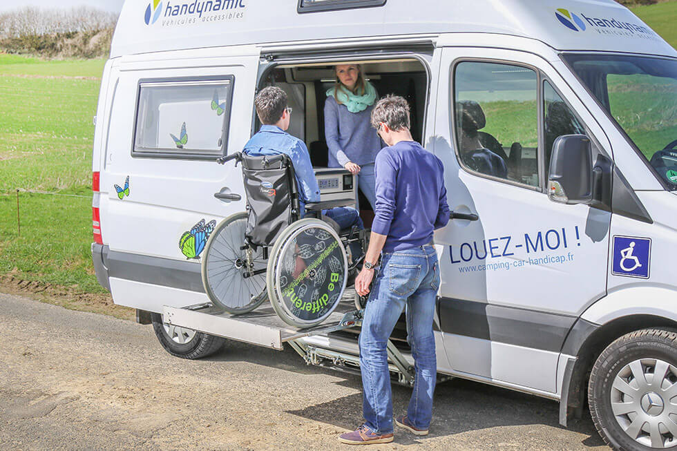 Avec un accès en porte latérale, ce camping-car maximise l'espace à bord !