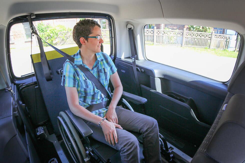 La ceinture de sécurité doit également être correctement positionnée