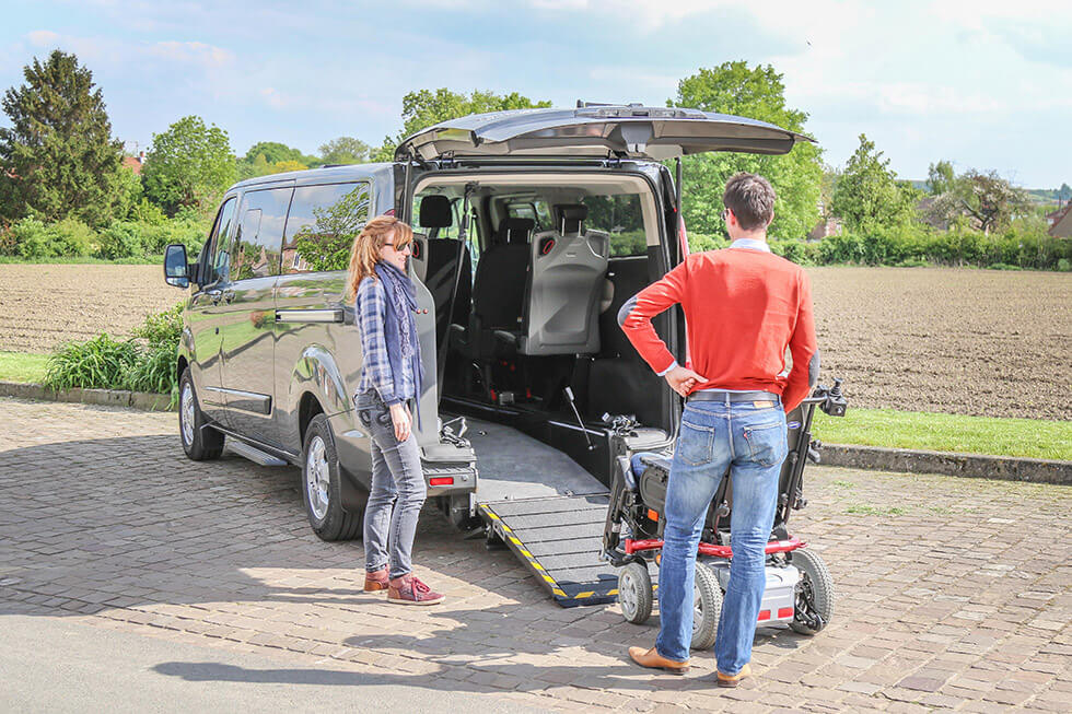 Lo Ford Tourneo Custom Twin est ultra accessible avec son profond décaissement