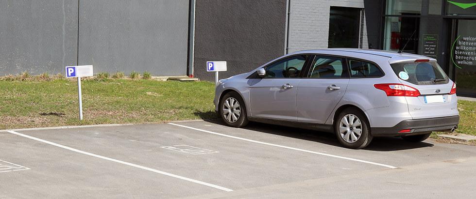 Les places de parking sont souvent occupées par des personnes non autorisées