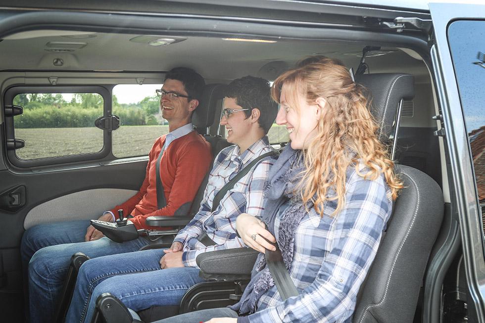 L'aménagement Twin permet à la personne handicapée de voyager à côté des autres passagers