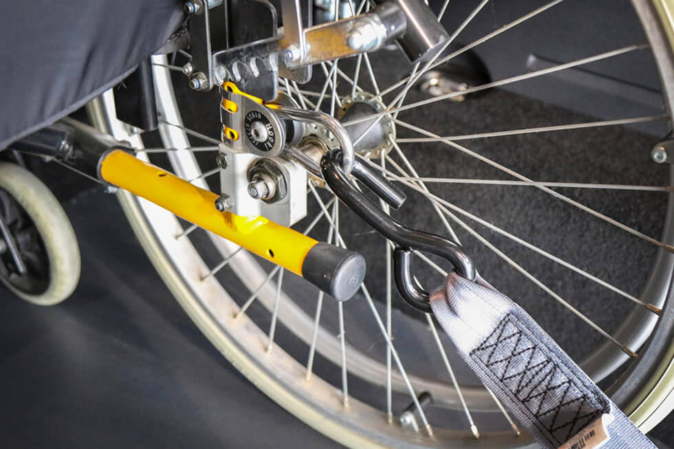 Les anneaux d'arrimage permettent de bien postionner les crochets de la voiture