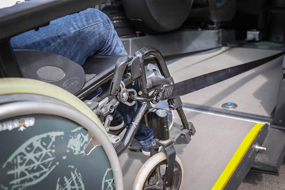 Le bon arrimage du fauteuil roulant est primordial en cas d'accident