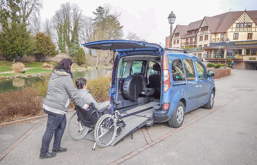Louez une voiture accessible pour partir en famille