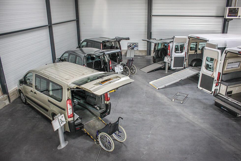 Avec un grand showroom, l'agence Handynamic Lyon vous permet d'essayer plusieurs véhicules accessibles