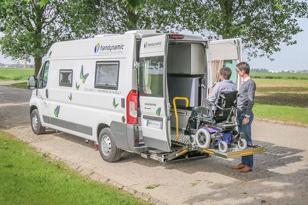 Un camping-car adapté pour un gros fauteuil roulant électrique, ça existe !