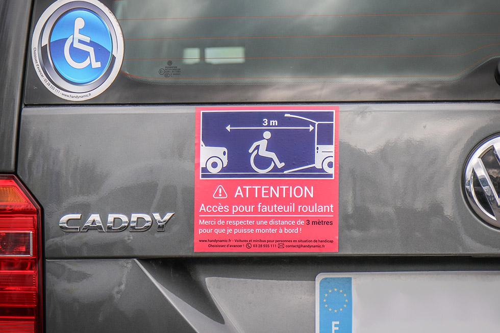 Indiquez que vous avez besoin de place pour déployer la rampe de votre voiture