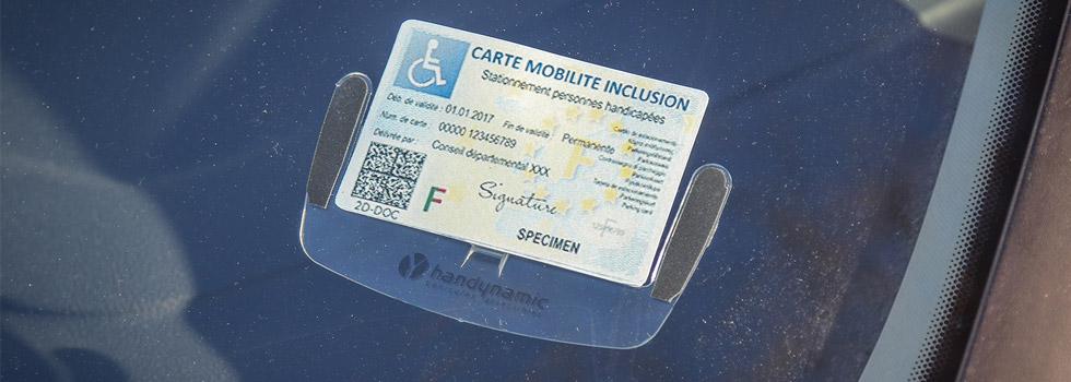 Un support pour maintenir votre carte de stationnement handicap ou carte mobilité inclusion