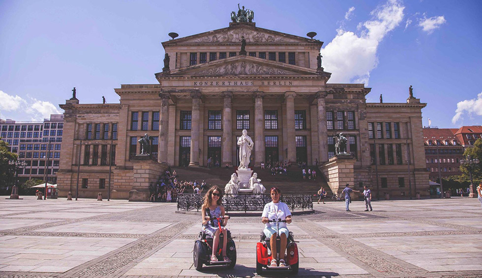 Roulettes et sac à dos raconte comment on peut voyager quand on est en situation de handicap