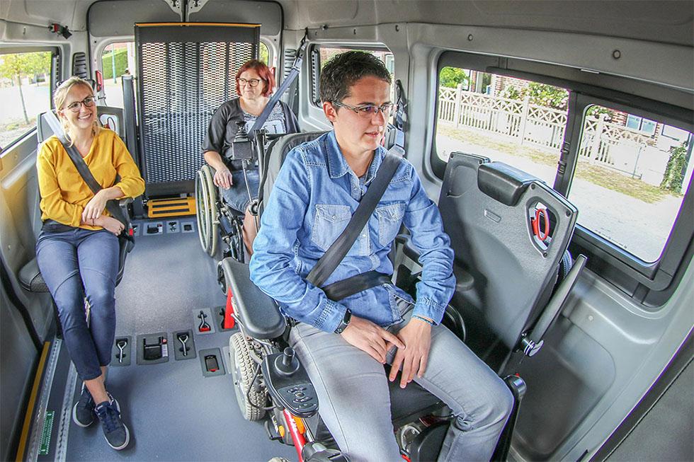 Depuis 2014 chaque passager à mobilité réduite doit être attaché avec une ceinture de sécurité 3 points