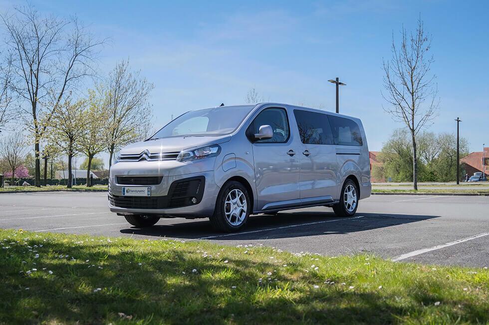 Le Citroën ë-SpaceTourer accessible en fauteuil roulant n'est disponible que sur la version longue...